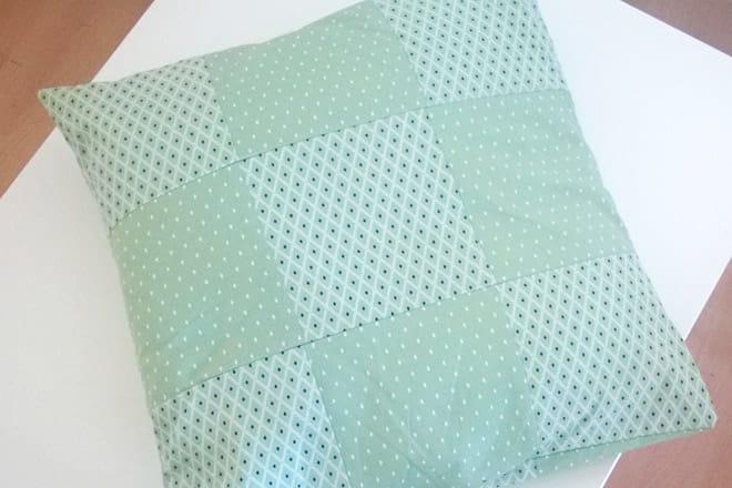 DIY-Anleitung: Patchwork-Kissenhülle mit Hotelverschluss