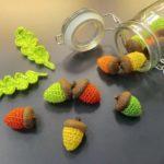 DIY-Anleitung: Gehäkelte Eicheln und Blätter