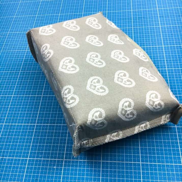 Kostenloses Schnittmuster: Mini-Schultertasche mit austauschbarem Taschengurt