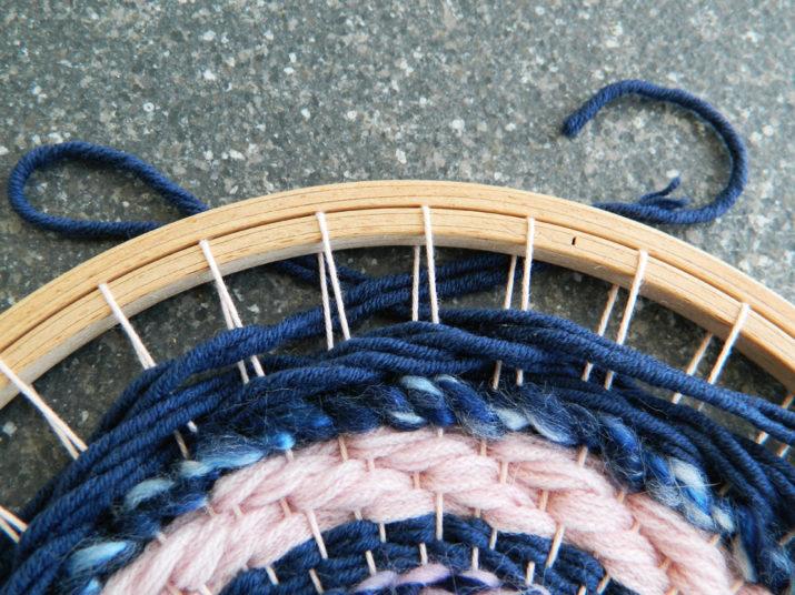 Weben auf einem Stickrahmen - so funktioniert's